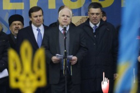 Tyahnybok - U.S. Senator John McCain with Oleh Tyahnybok (right)