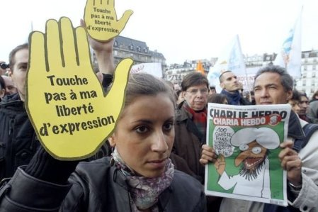 214533_rassemblement-le-6-novembre-2011-a-paris-en-soutien-au-journal-satirique-charlie-hebdo